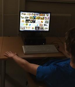 Schüler sucht Bildmaterial