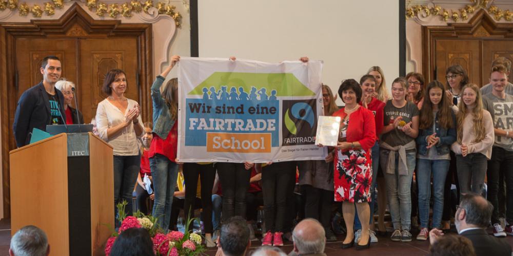 Fairtrade-Schools-Auszeichnung im Rahmen der 70-Jahr-Feier der Schule