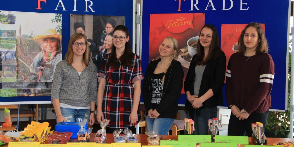Verkauf von FAIRTRADE-Produkten bei vielen Veranstaltungen der HAK Laa