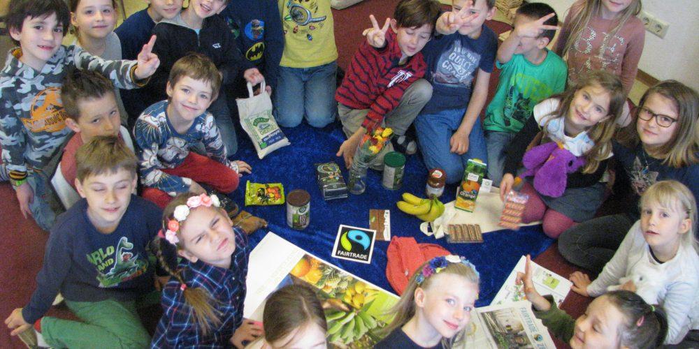 Faires Schuljahr im ISZ-Wels endet mit fairem Bananenjogurt-Verkauf