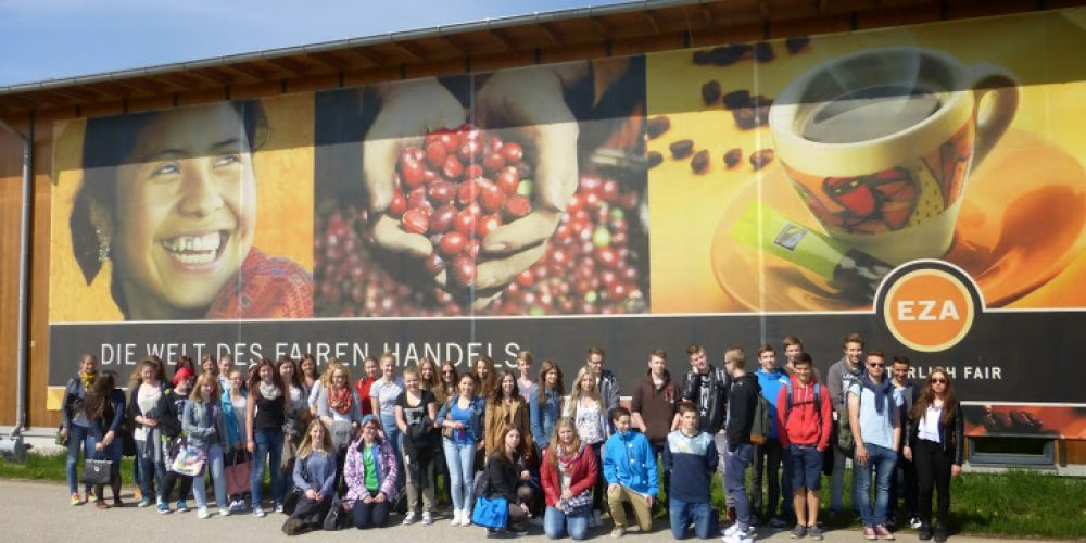 SchülerInnen des BORG Oberndorf in der Welt des Fairen Handels
