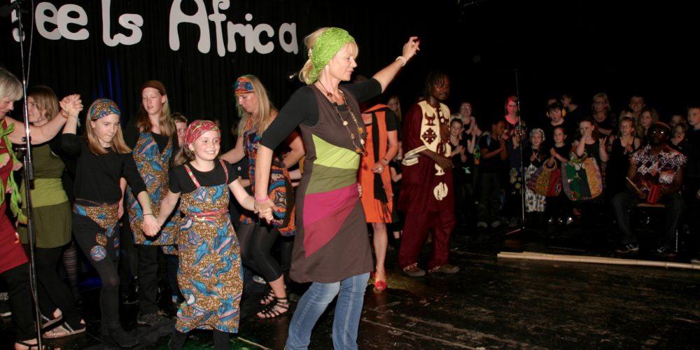 ISZ feels Africa mit fairer Modenschau
