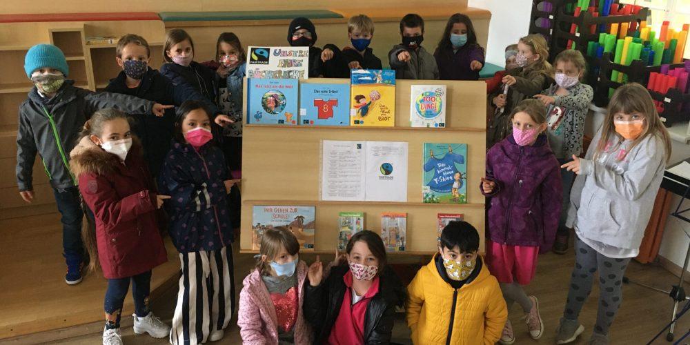 Faire Bücherecke in der Schulbücherei